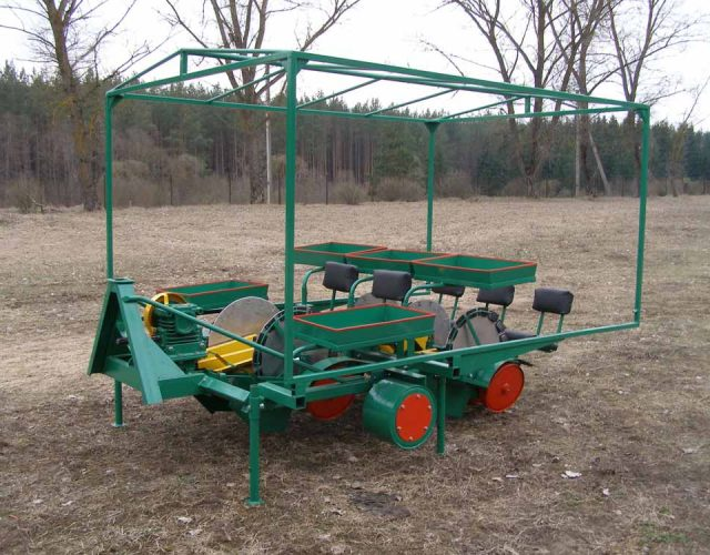 Sapling transplanting machine for 5 row seeding.